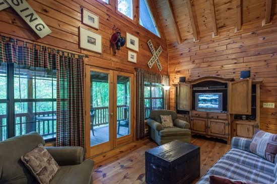 Blue Ridge rental cabin with 1 bedroom, 1 bath on private lake.