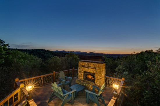Blue Ridge rental cabin outdoor fireplace