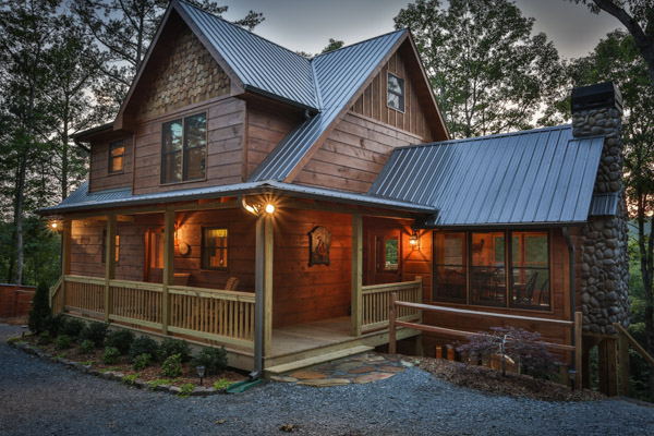 Beautiful water front cabin in North Georgia. Located on the Ellijay River.