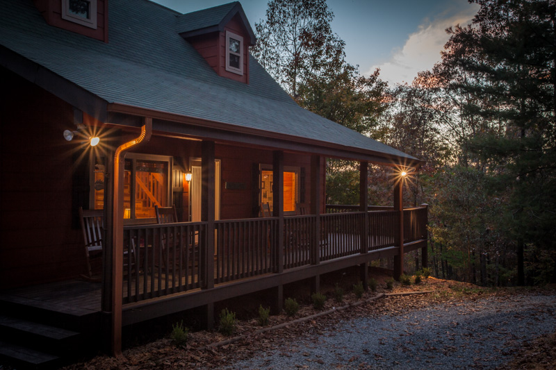 Ellijay Cabin with 2 bedrooms, and 2 baths 2 baths, pet friendly and private.