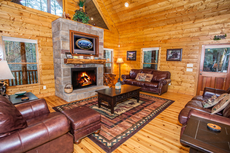 Ellijay cabin for rent with 3 bedrooms, 3 baths.