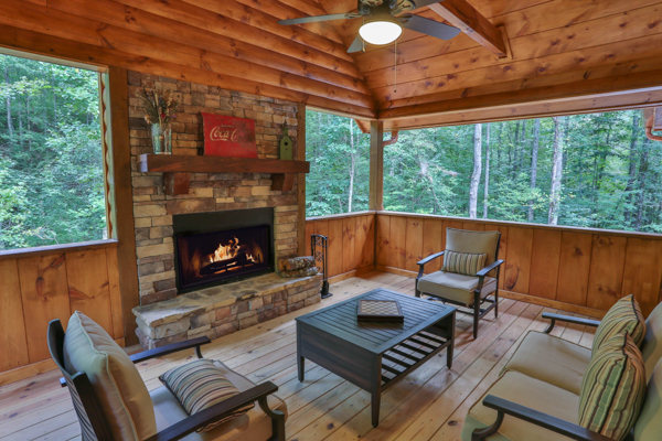 Ledger Creek rental cabin with 2 bedrooms, 2 baths in Ellijay GA.