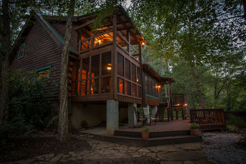 water front rental cabin in North Georgia