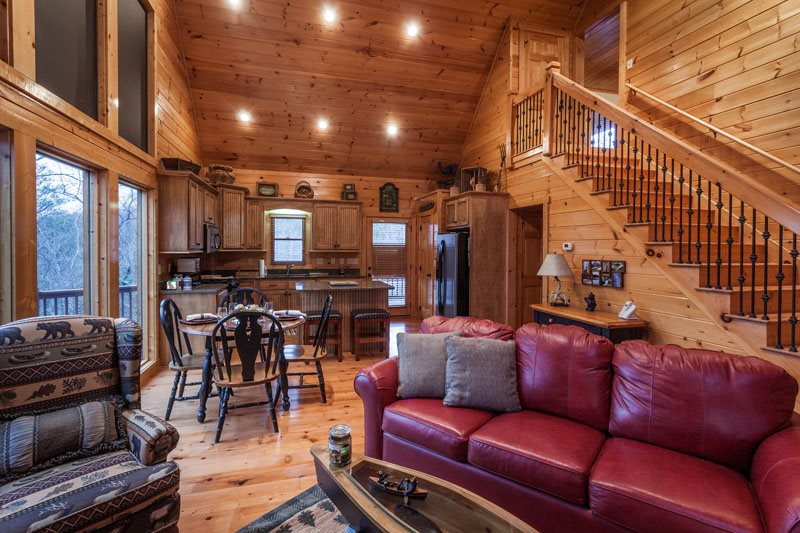 3 bedroom, 3.5 bath pet friendly cabin with fire pit and hot tub
