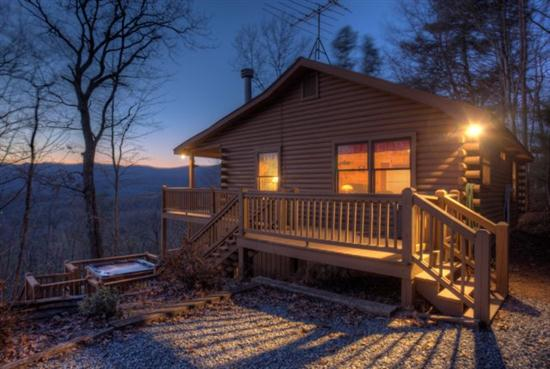 2 bedroom, 2 bath pet friendly rental cabin in Ellijay.