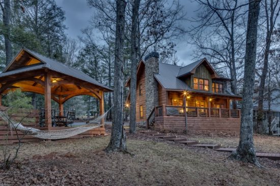 Beautiful lakeside rental cabin on Lake Blue Ridge in North Georgia