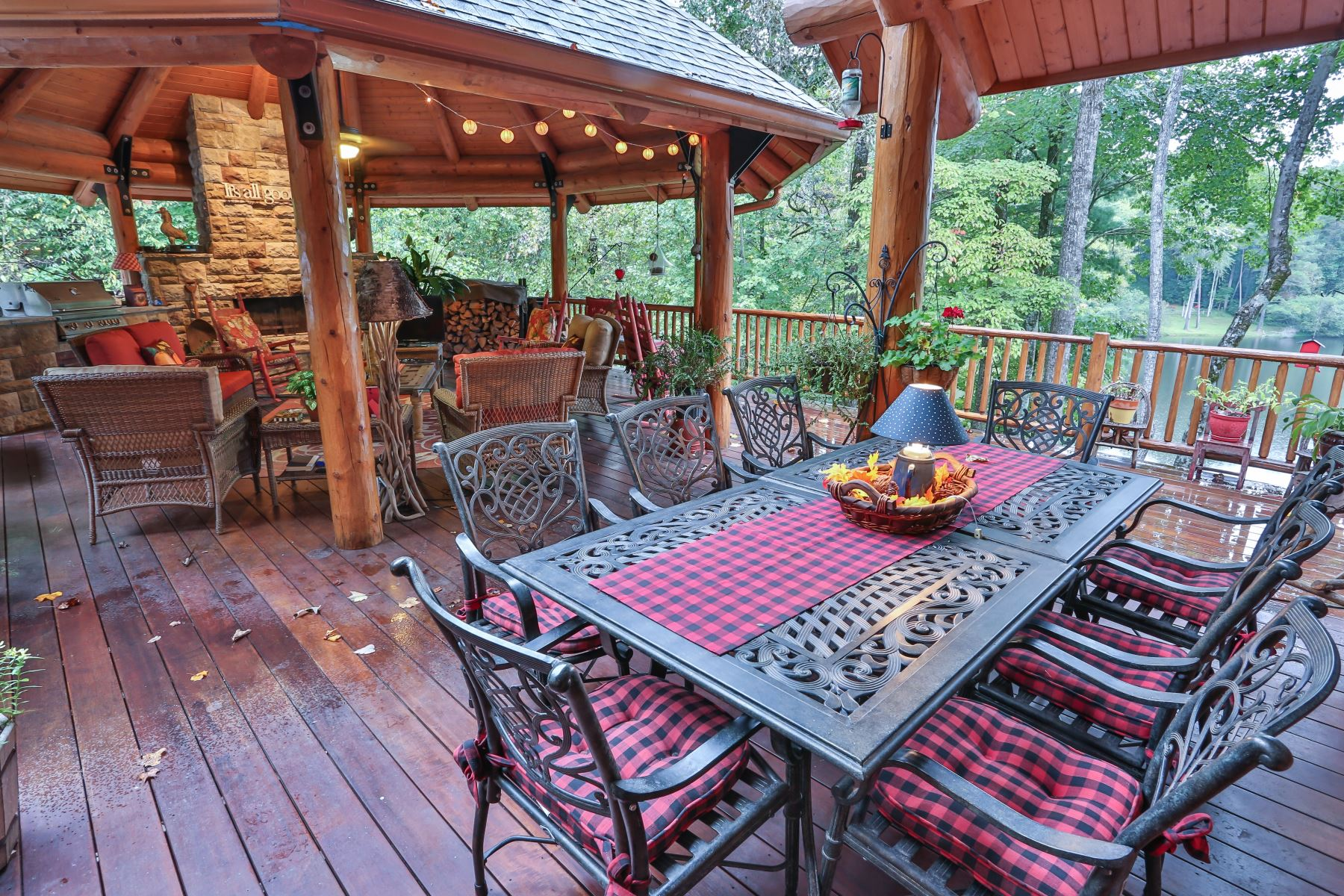 Amazing north georgia cabin for large groups, sleeps 12 and is pet friendly